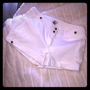 Cache white light canvas style cuffed shorts